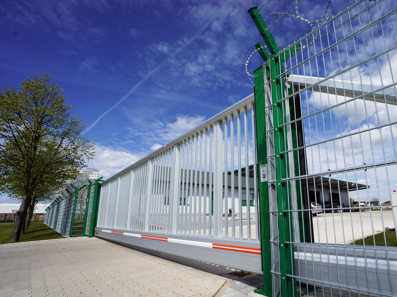 integrated INOVA Silverline sliding gate