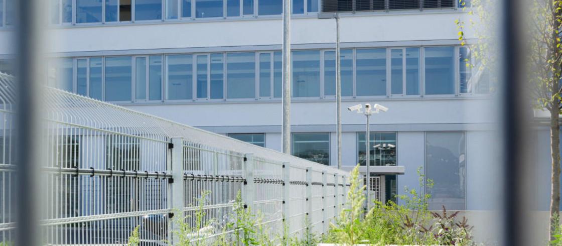 Elektronisch überwachter Zaun INOVA PeriNet von Berlemann Torbau GmbH