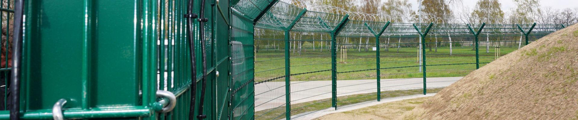 Elektronisch überwachter Zaun INOVA PeriNet Liniensensor von Berlemann Torbau GmbH