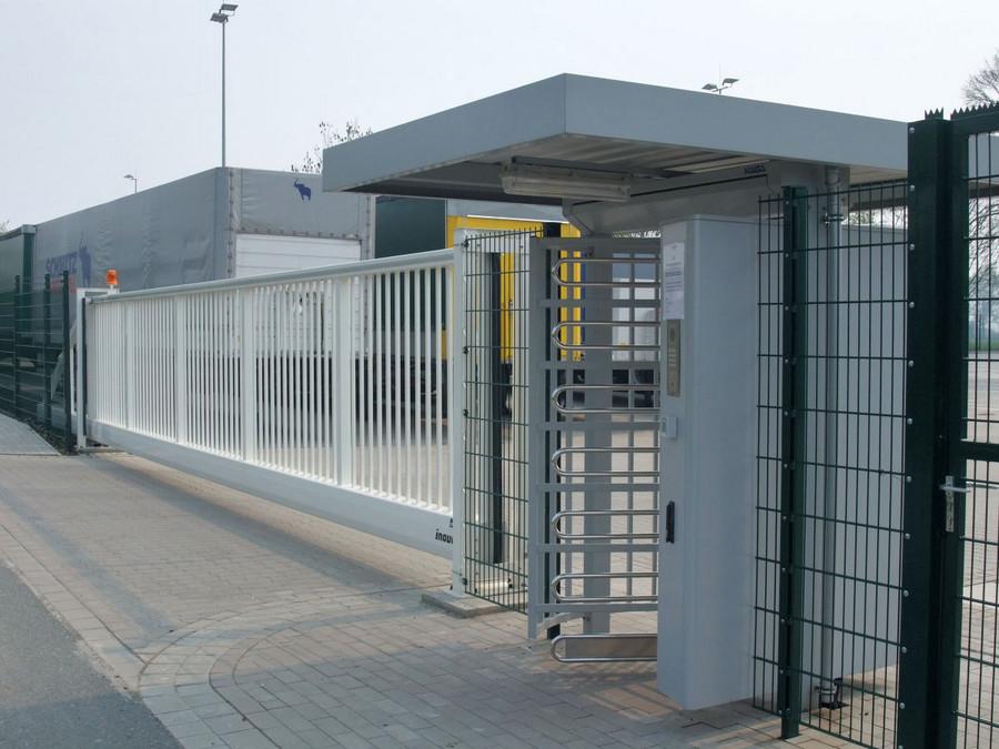 Drehkreuz Kentauer INOVA Seitenansicht von Berlemann Torbau GmbH