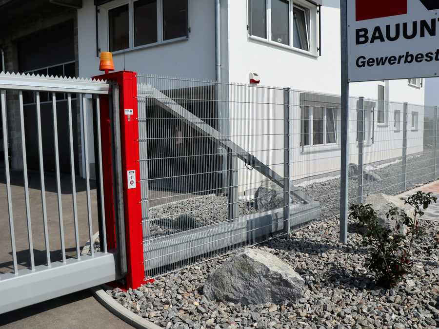 Industrie Schiebetor INOVA zweifarbig von Berlemann Trobau GmbH