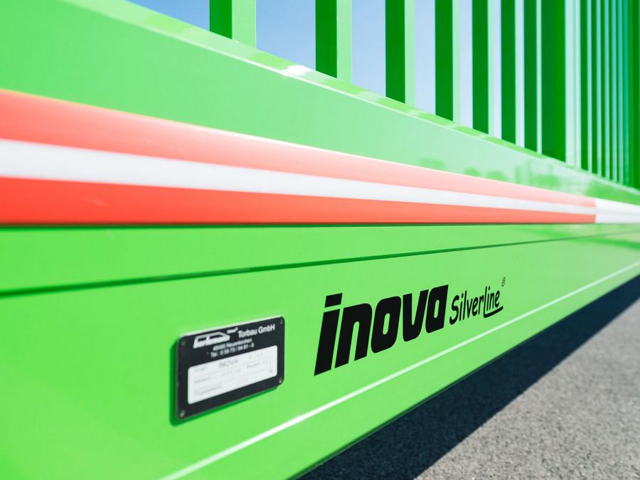 Schiebetor INOVA SilverLine grün Detail von Berlemann Torbau GmbH