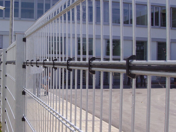PeriNet Triple wire mesh (non-attack side of the fence)