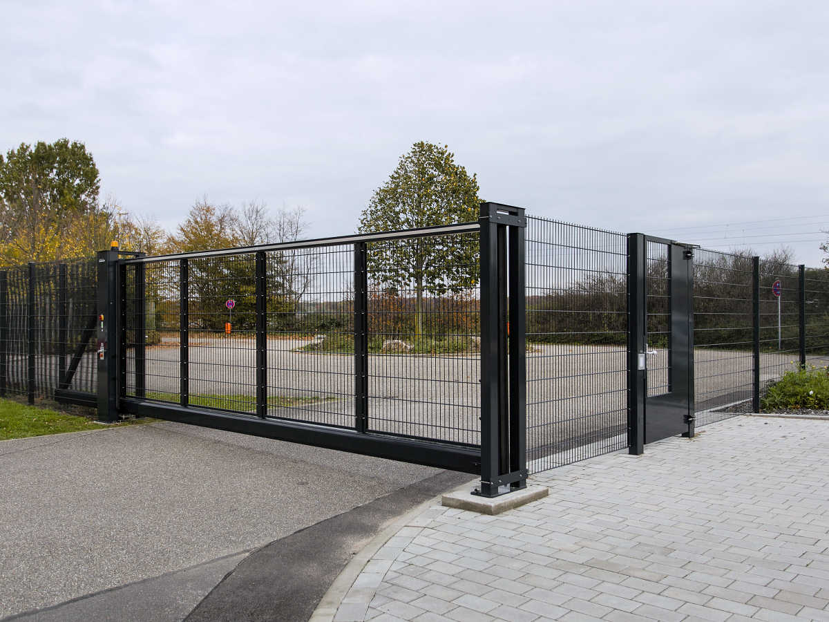 INOVA Swing gate + sliding gate
