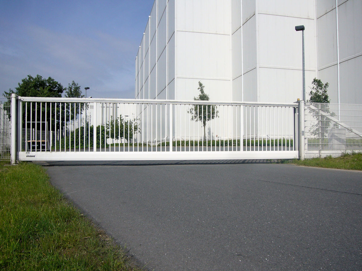 INOVA Sliding Gate Industrial white
